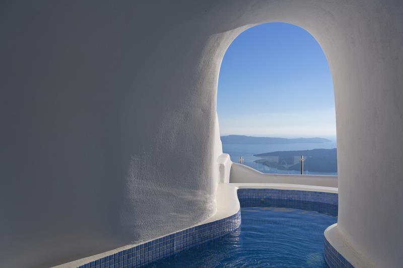 Executive plunge pool suite