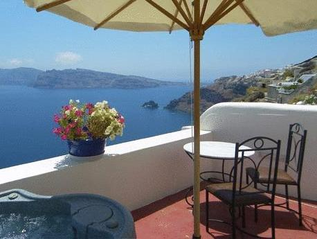Kallisti Honeymoon Suite with Verranda , Caldera and Sea View and Private Outdoor Hot-Tub