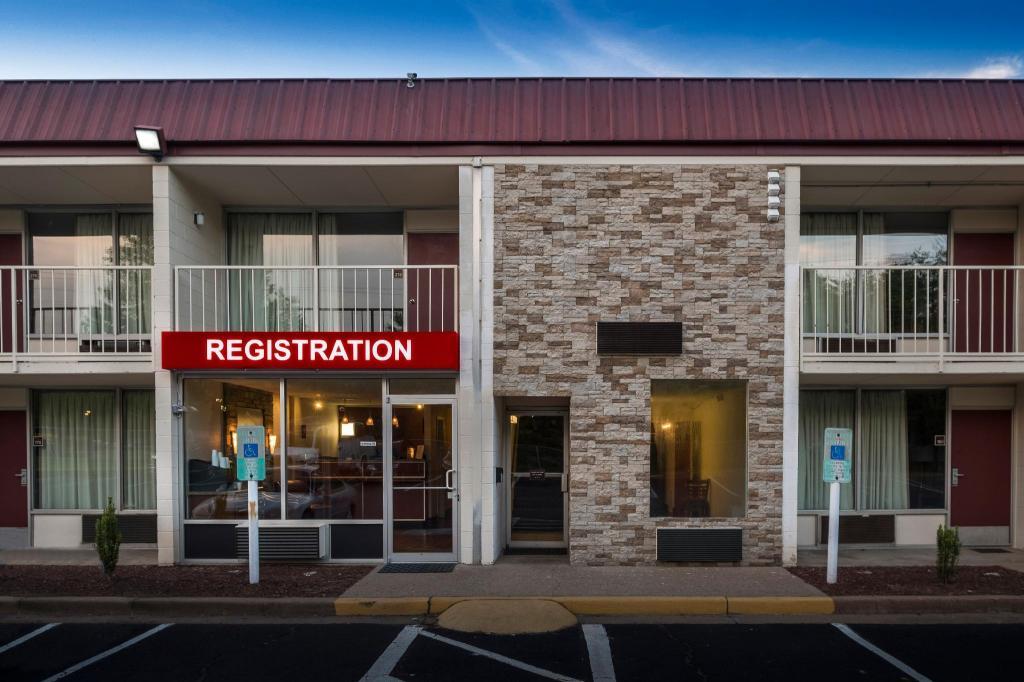 Red Roof Inn Dumfries - Quantico in Montclair (VA) - Room Deals, Photos & Reviews