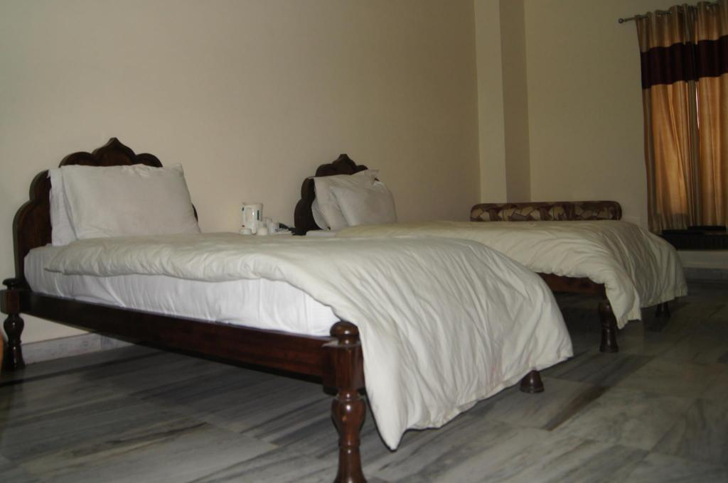 Premium Deluxe Zweibett - Bett Motel Gajraj Continental - A Unit of Gajraj Hotels Pvt. Ltd.
