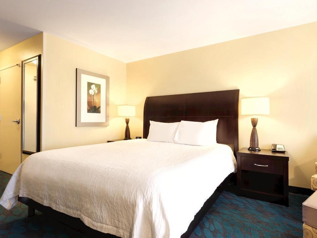 1 king bed bed hilton garden inn fargo - Hilton Garden Inn Fargo