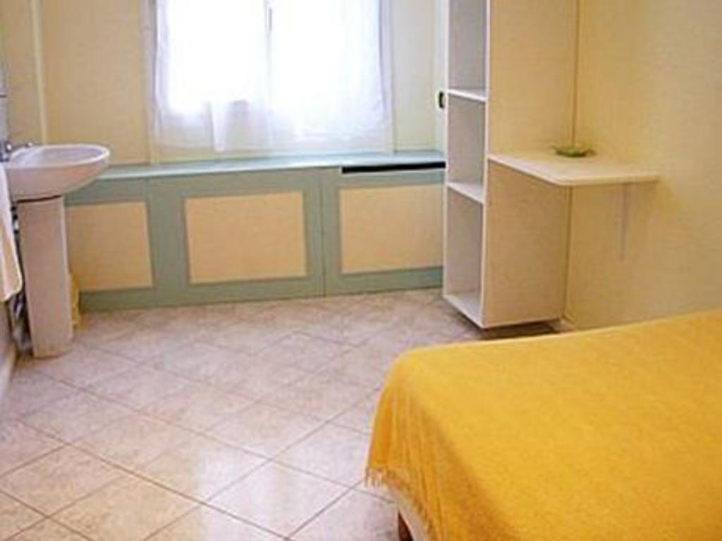 Single Room Hipotel Paris Belleville Gare de l Est