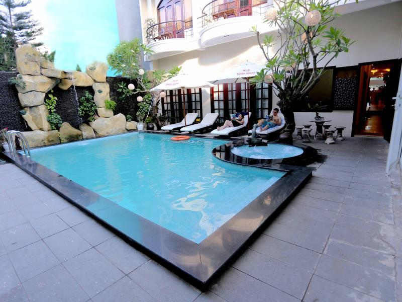 Deluxe Room, 2 Single Beds, Balcony, Pool View