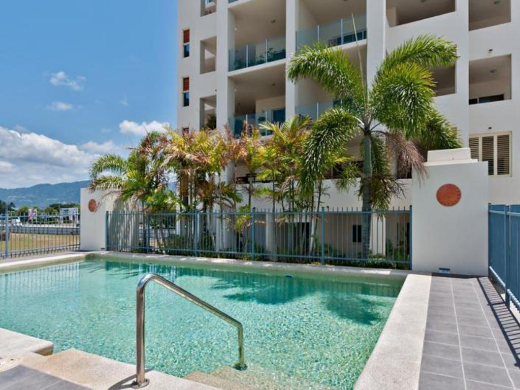 utomhuspool Cairns City Apartments