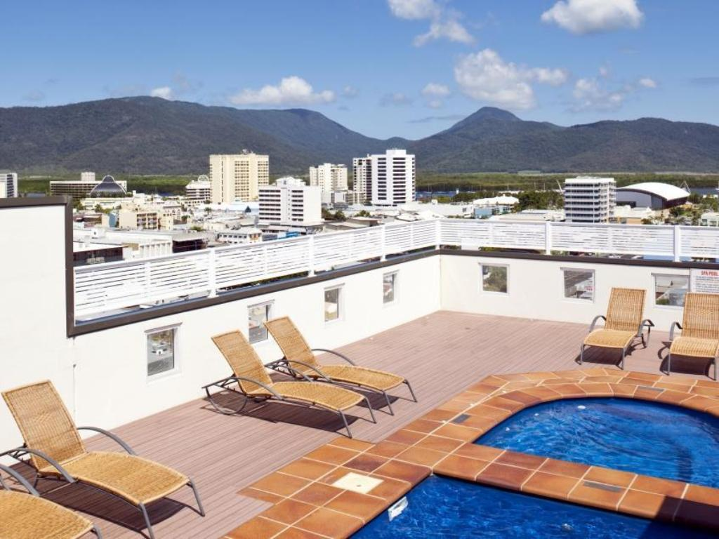 Swimming pool Best Western Plus Cairns Central Apartments