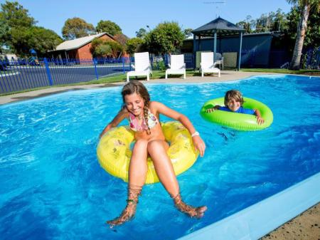 Swimming pool Discovery Parks - Geelong