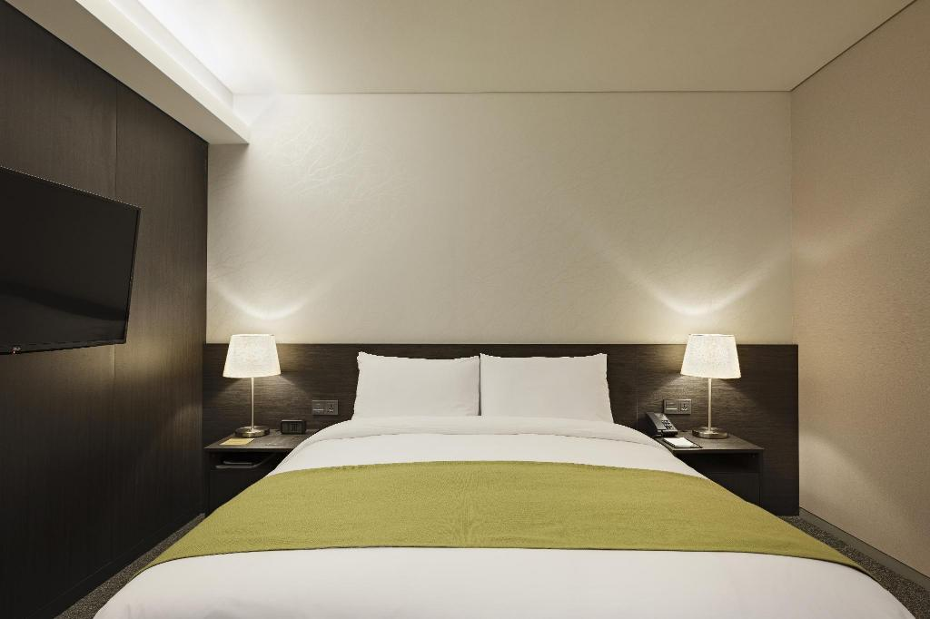 Standard Double - Bed Nine Tree Premier Hotel Myeong dong 2