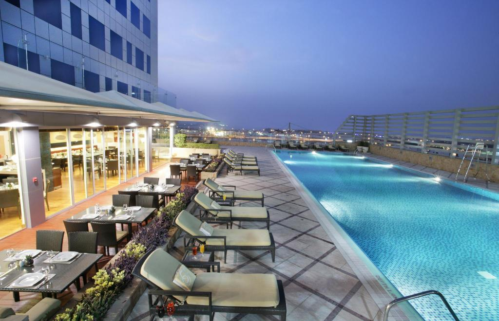 Swimming pool [outdoor] Fraser Suites Dubai