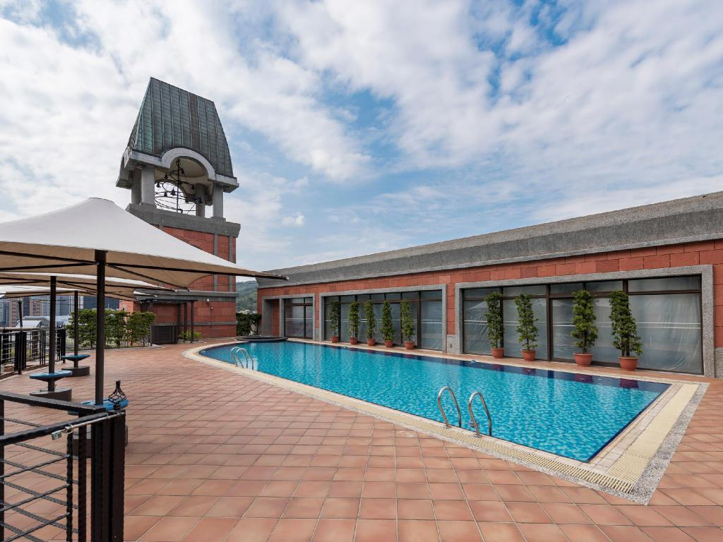 Swimming pool [outdoor] Grand Victoria Hotel