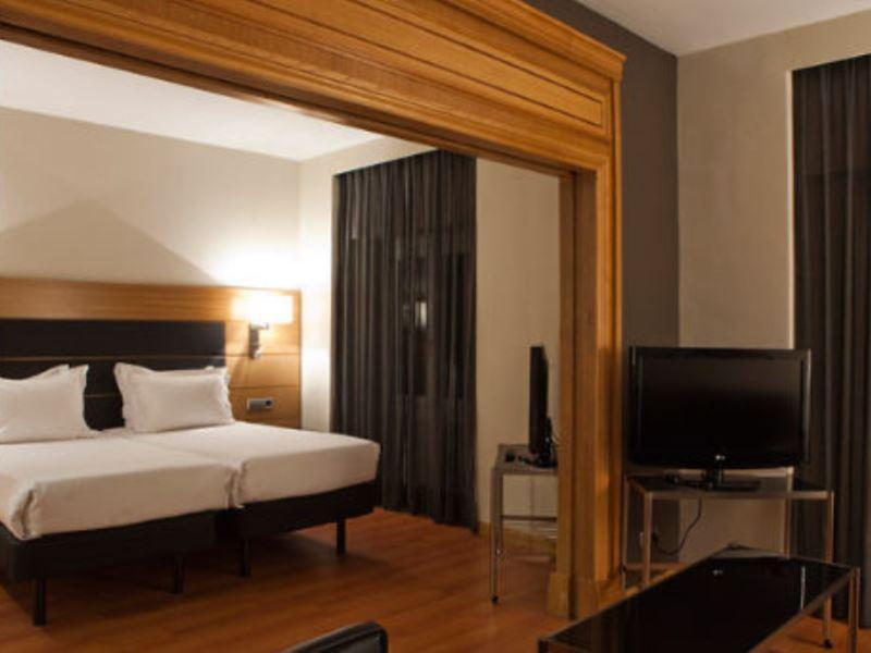 Junior Suite, 1 King or 2 Twin/Single Bed(s)