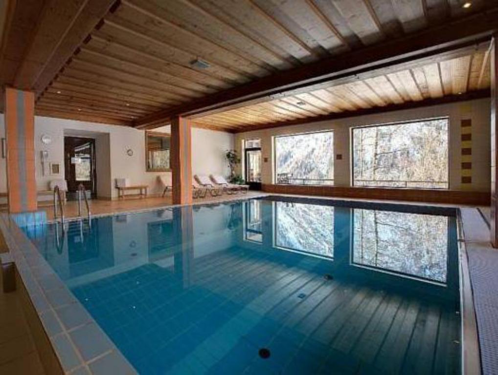 Swimming pool Landhotel Post an der Talstation