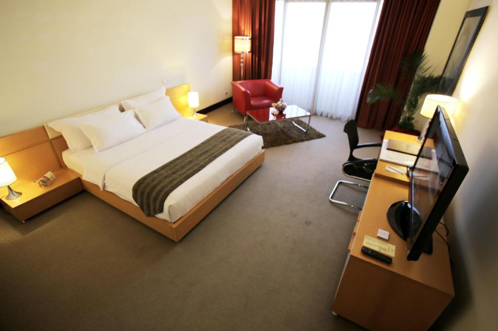 Executive King Bed - Bed Merlynn Park Hotel