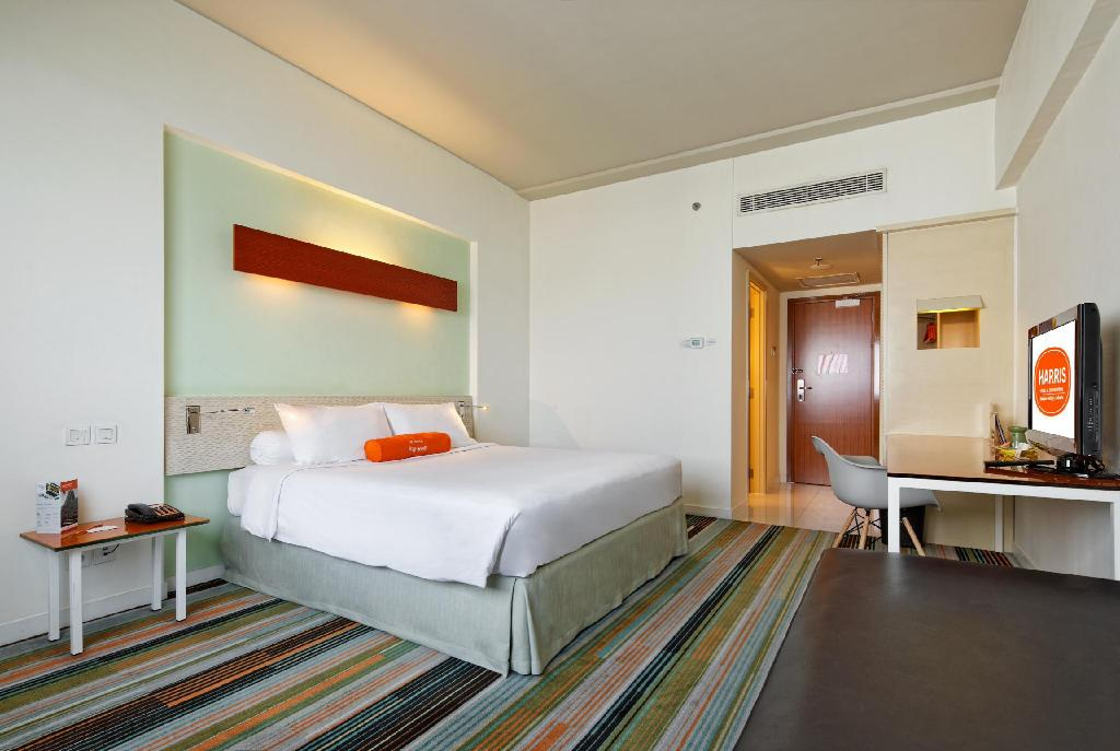 HARRIS Room - Bed HARRIS Hotel & Conventions Kelapa Gading