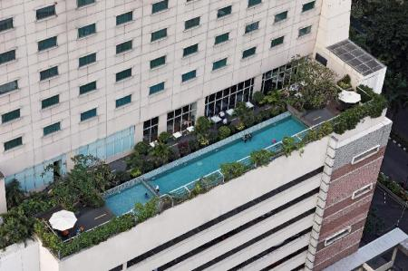 Swimming pool [outdoor] HARRIS Hotel & Conventions Kelapa Gading