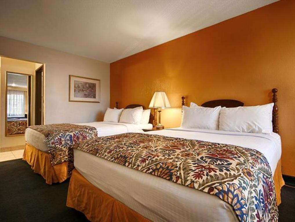 Queen Room with Two Queen Beds - Non-Smoking - Bed Best Western Inn
