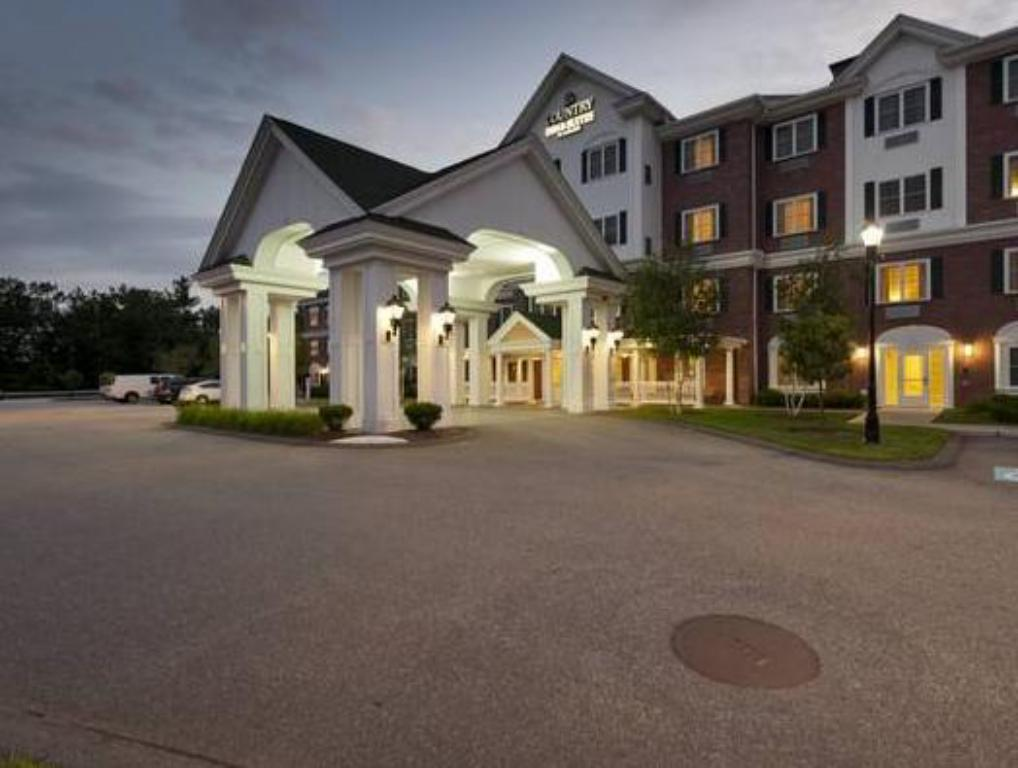 Country Inn & Suites by Radisson, Manchester Airport, NH