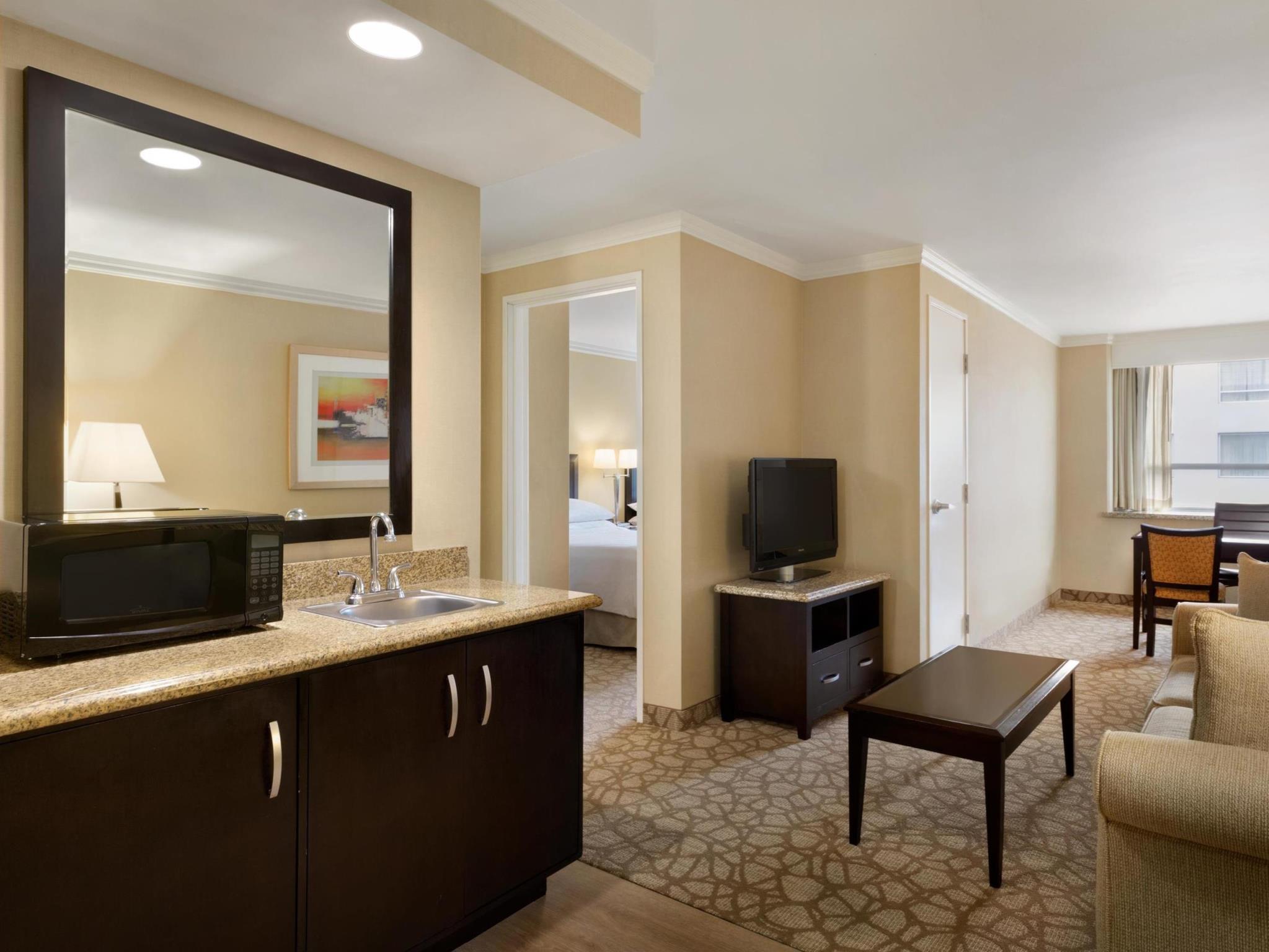 embassy suites los angeles glendale hotel in los angeles. Black Bedroom Furniture Sets. Home Design Ideas