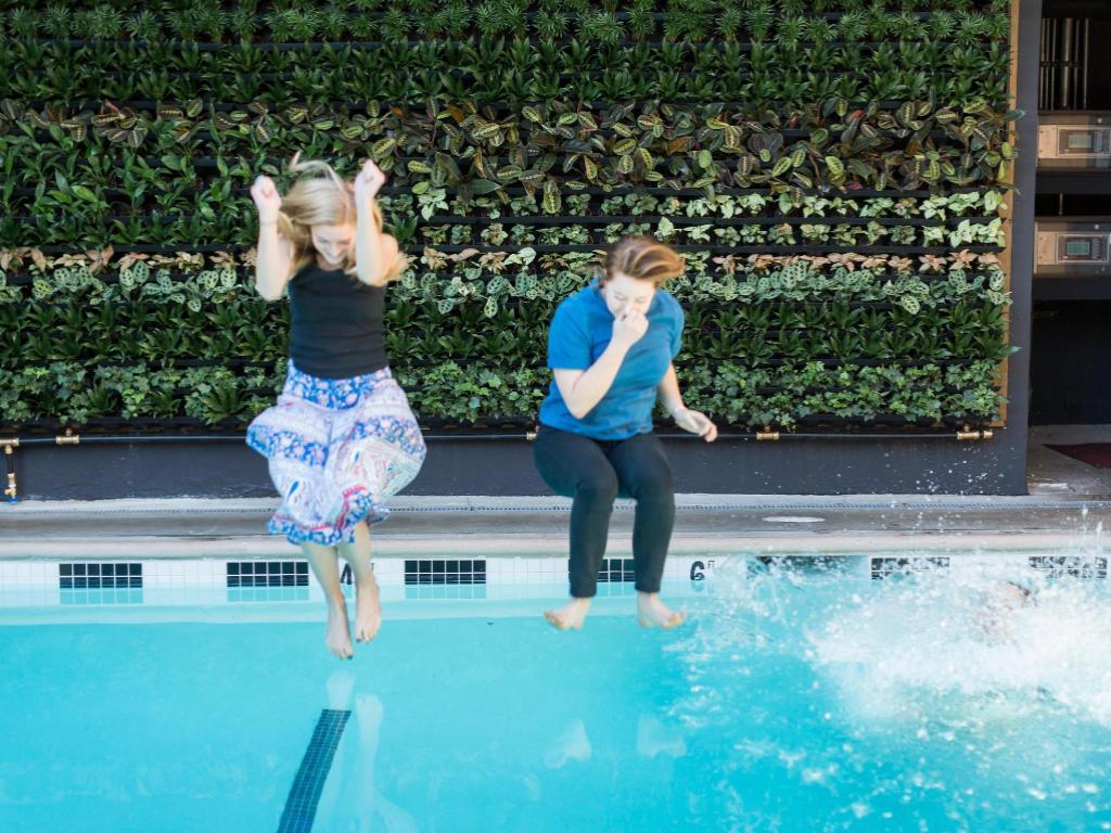 Best price on farmer 39 s daughter hotel in los angeles ca - Best hotel swimming pools in los angeles ...