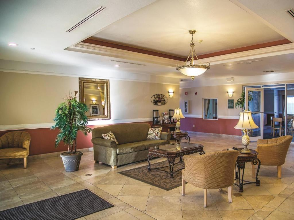 Lobby La Quinta Inn & Suites Mission at West McAllen