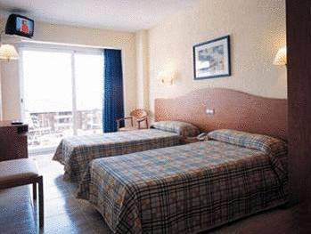 Quarto Triplo ( 3 adultos ) (Triple Room (3 Adults))