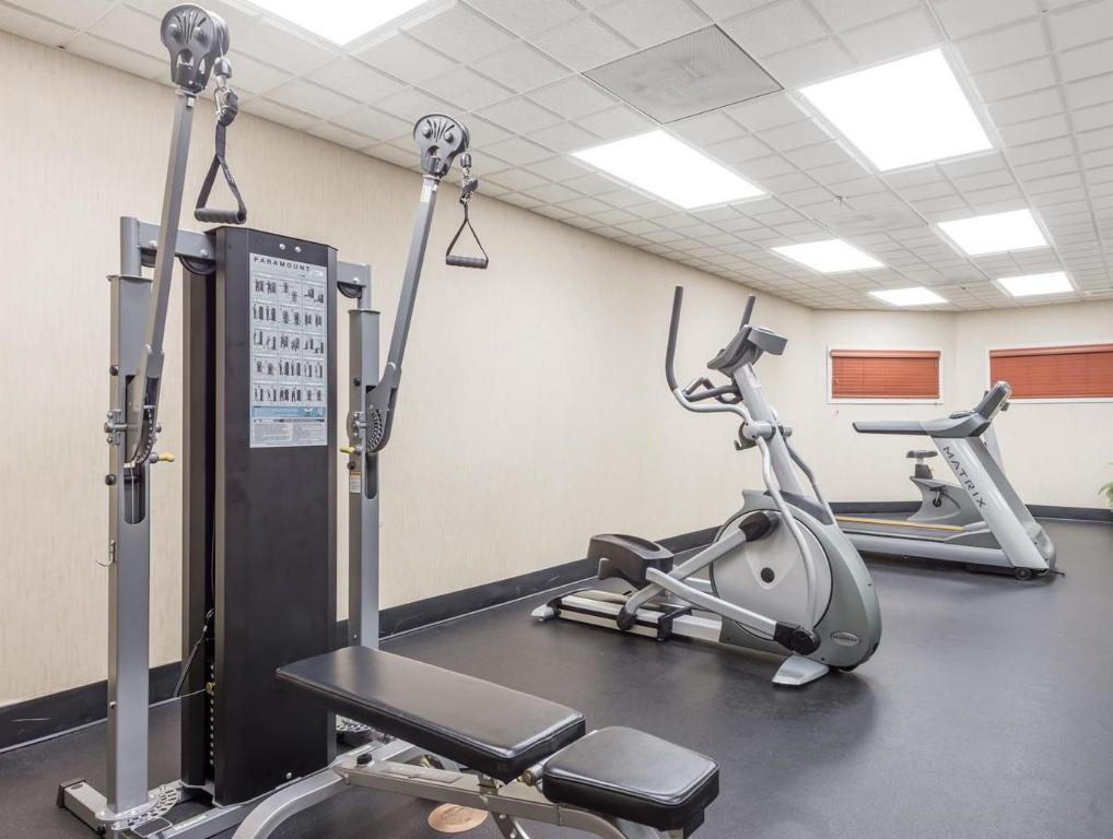 Fitness center Wingate by Wyndham St. Charles