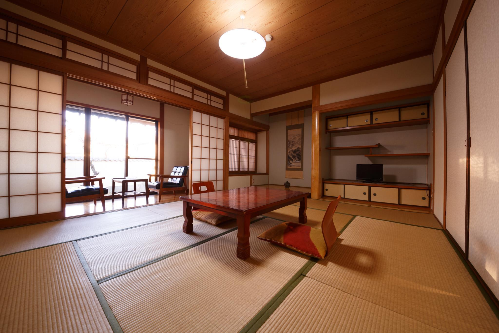 日式房(10张榻榻米)-带公共浴室 (Japanese Style Room with 10 Tatami and Shared Bathroom)