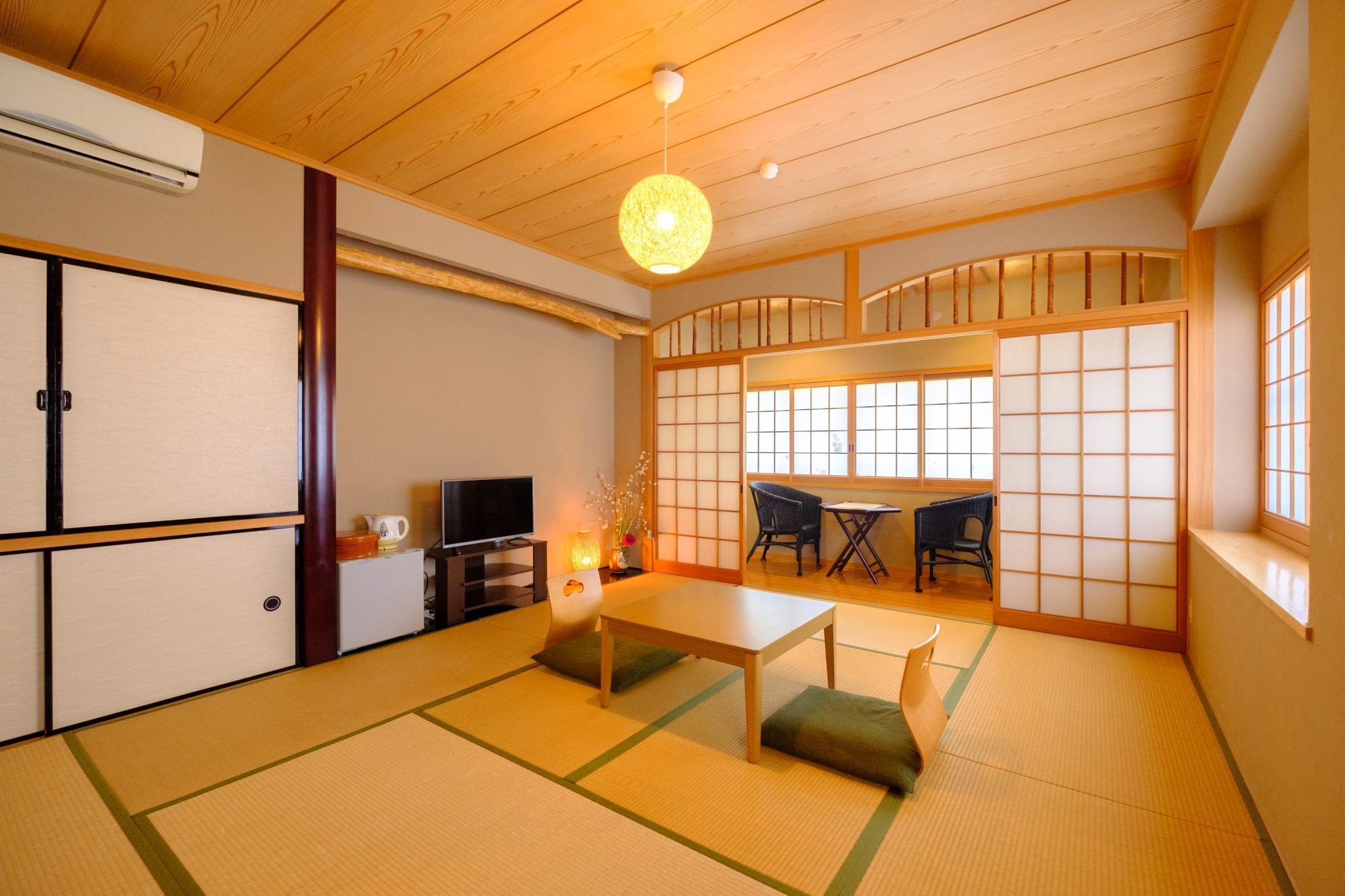 日式房(10张榻榻米)-带独立卫生间 (Japanese Style Room with 10 Tatami and Private Toilet)