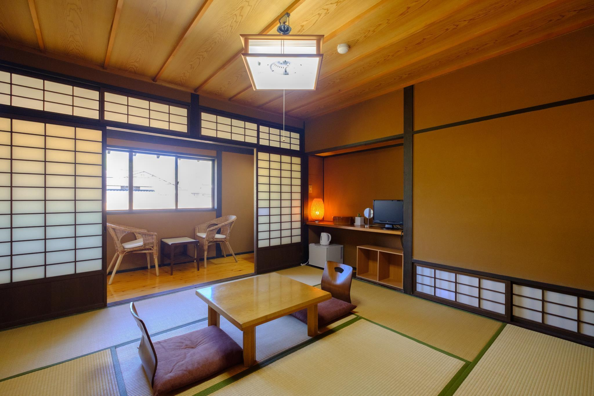 日式房(8张榻榻米)-带公共浴室 (Japanese Style Room with 8 Tatami and Shared Bathroom)