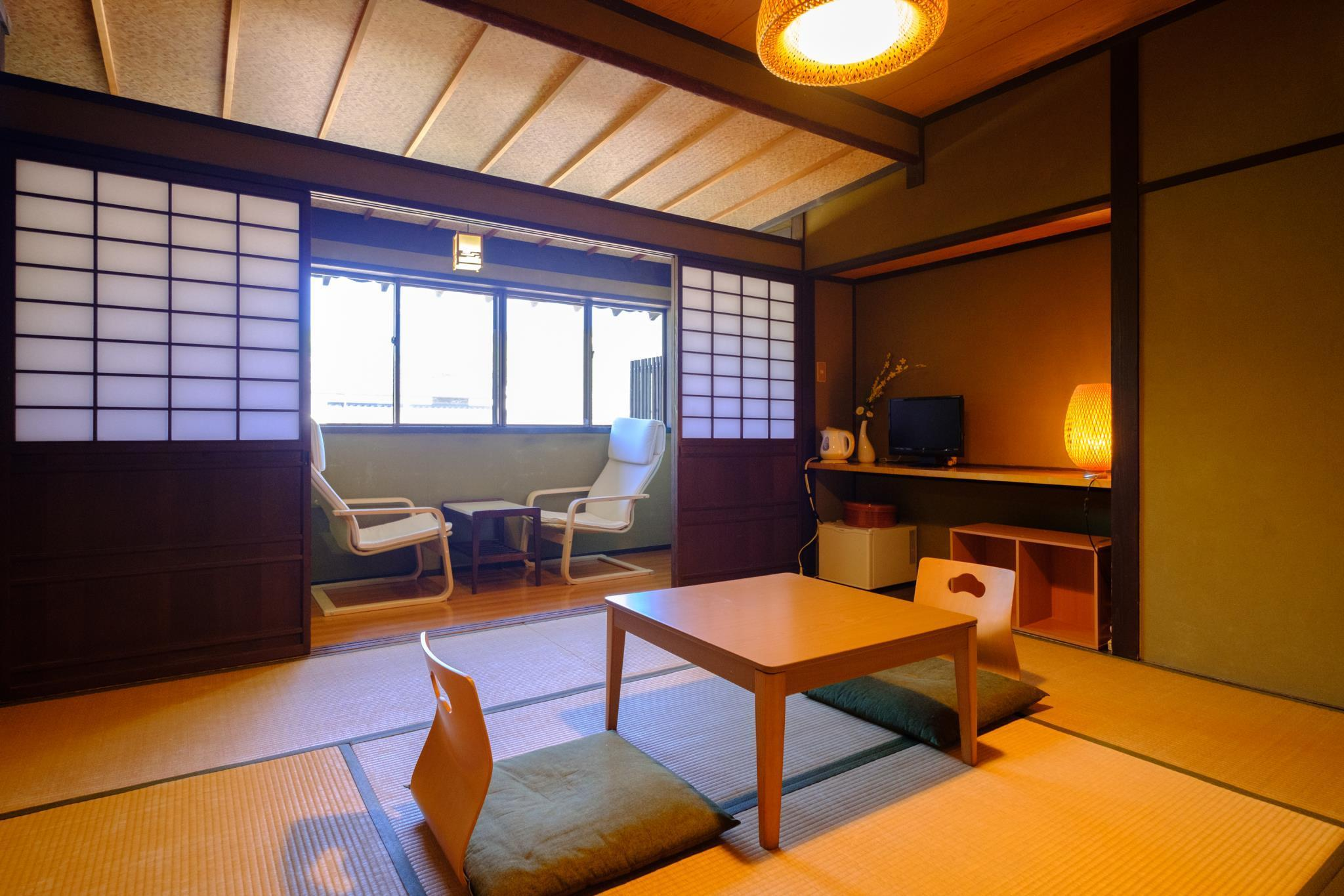 日式房(8张榻榻米)-带独立卫生间 (Japanese Style Room with 8 Tatami and Private Toilet)
