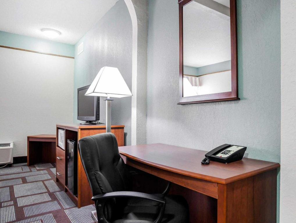 Hotellet indefra Quality Inn & Suites Kansas City Airport North