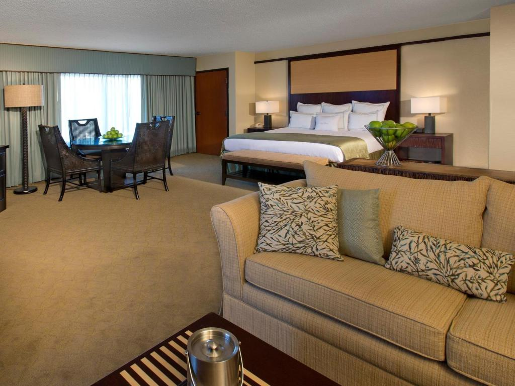 1 King Presidential Suite Non-Smoking - Guestroom DoubleTree by Hilton Orlando at SeaWorld