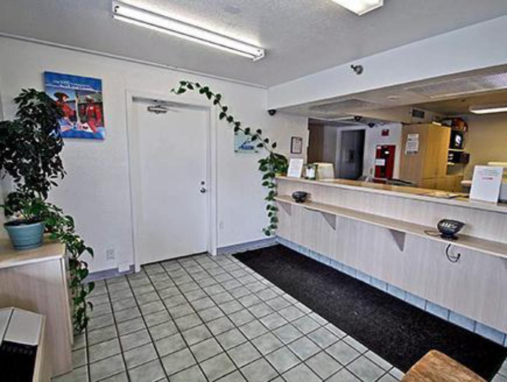 Lobby Motel 6 Salinas South - Monterey Area