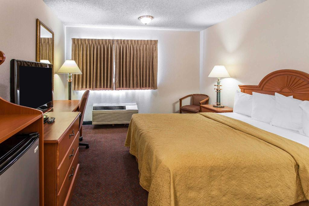 Queen Room - Non-Smoking Quality Inn & Suites Lacey I-5