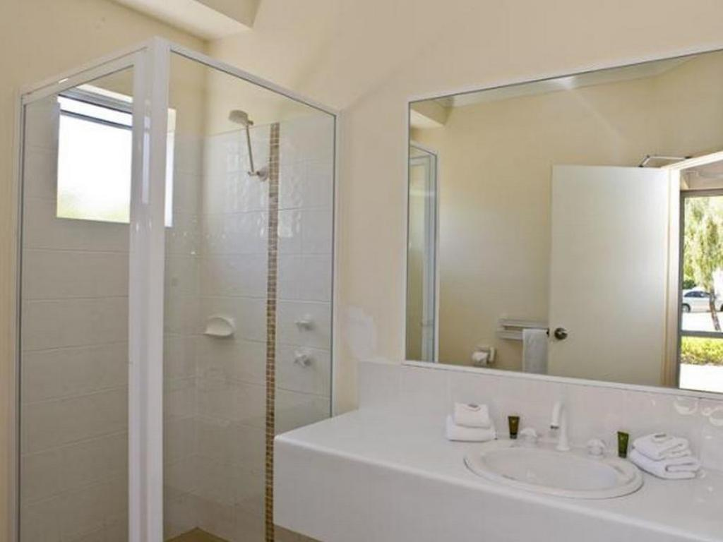 Bathroom Bayview Geographe Resort