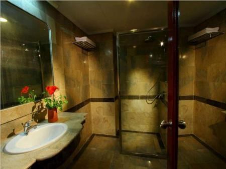 Bathroom Sentral Hotel