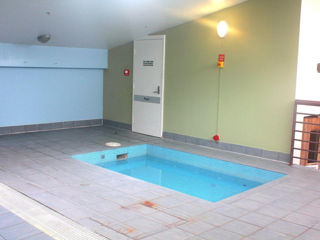 Swimming pool Waldorf Canberra Apartment Hotel
