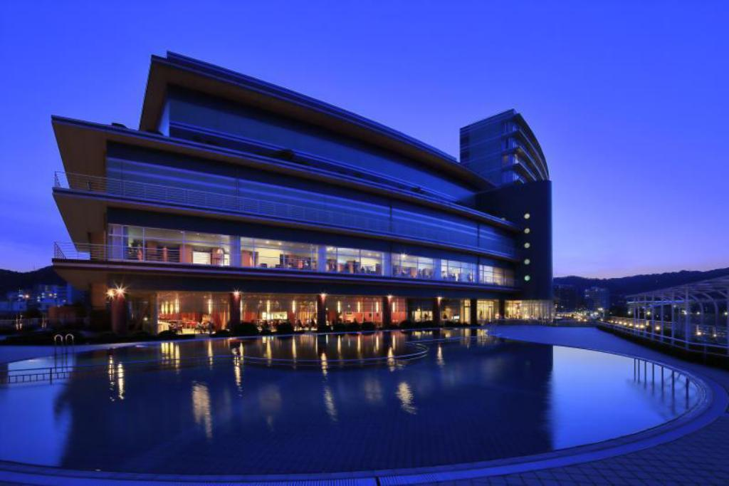 琵琶湖ホテル (Biwako Hotel - Lakeside Hotspring Resort)
