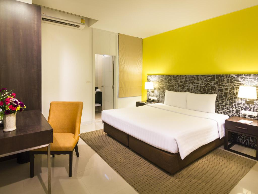 Superior Double Room - Bed Legacy Express Sukhumvit by Compass Hospitality