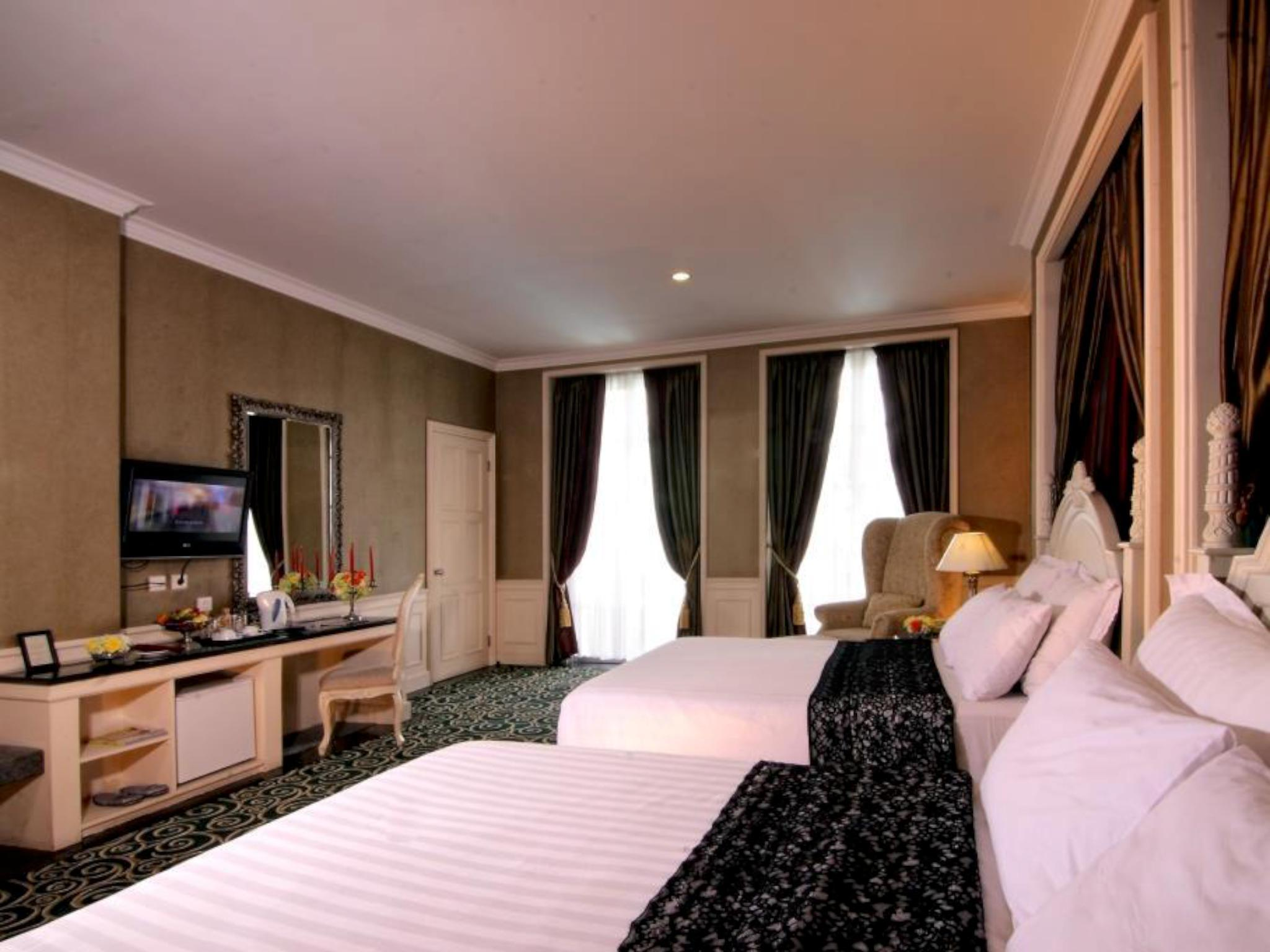 Family Double Queen Bed with Breakfast for 2 persons