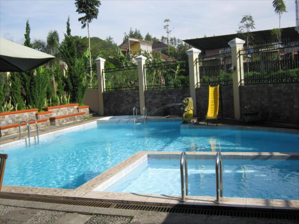 Swimming pool Villa Teratai Lembang