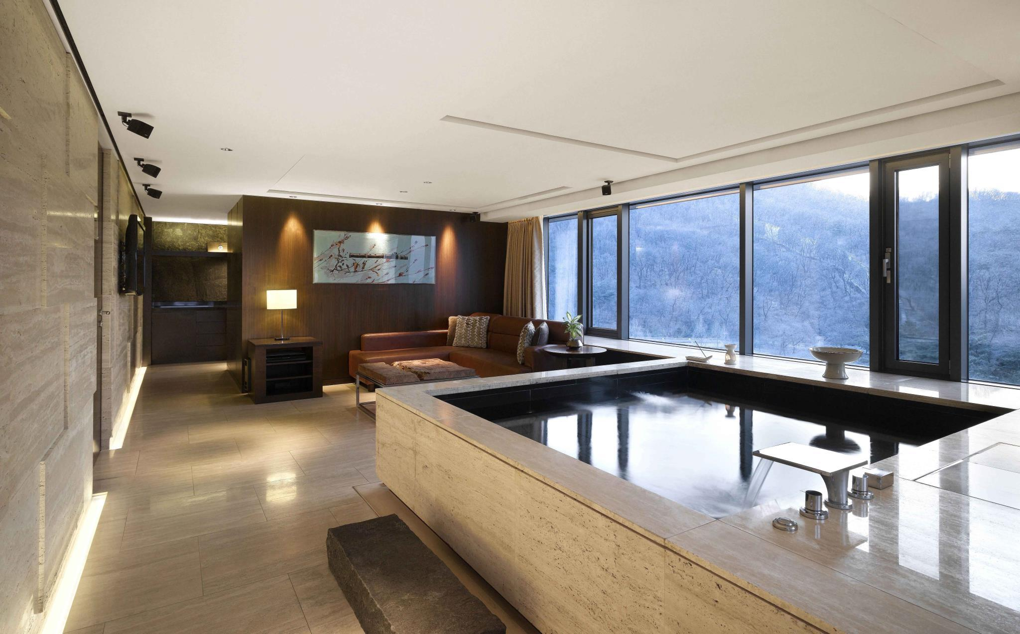 Namsan Pool Suite