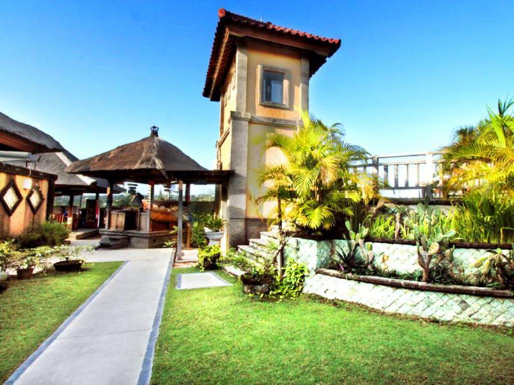 Hotellet indefra Nirmala Hotel & Resort