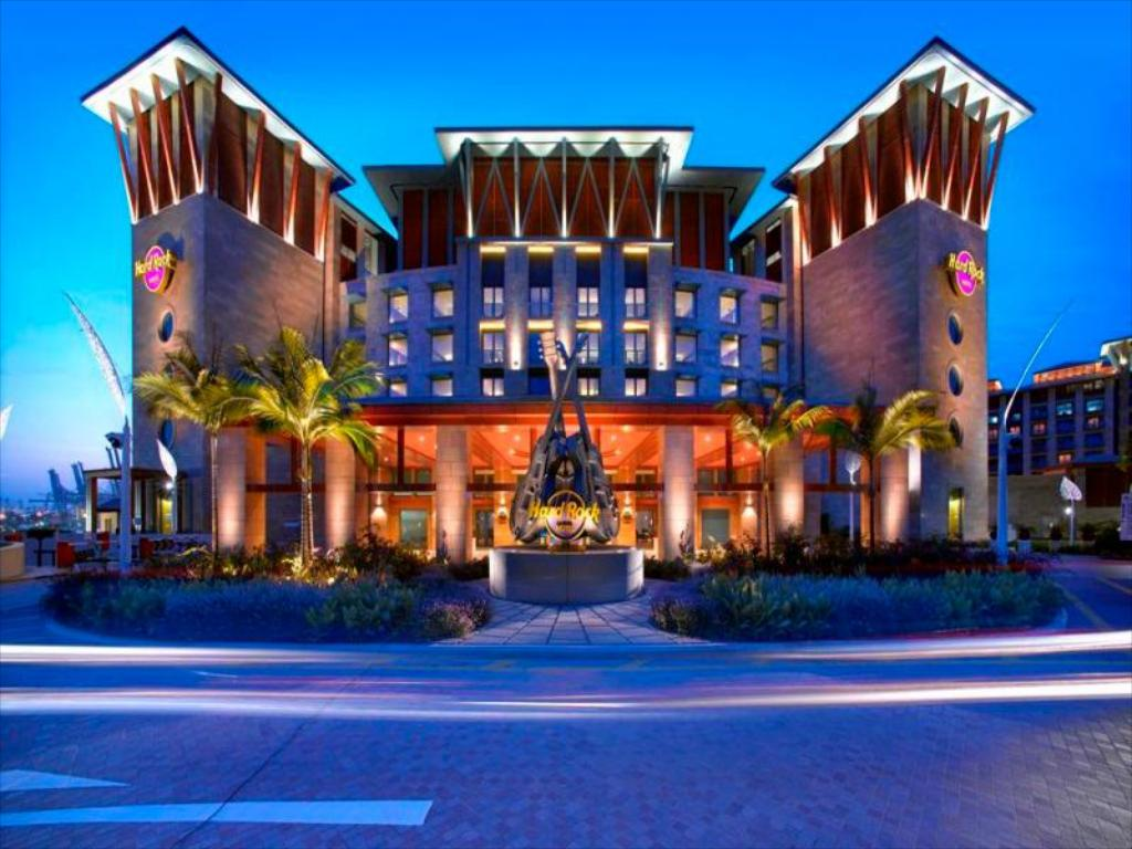 Best price on resorts world sentosa hard rock hotel in for Hotel luxury world