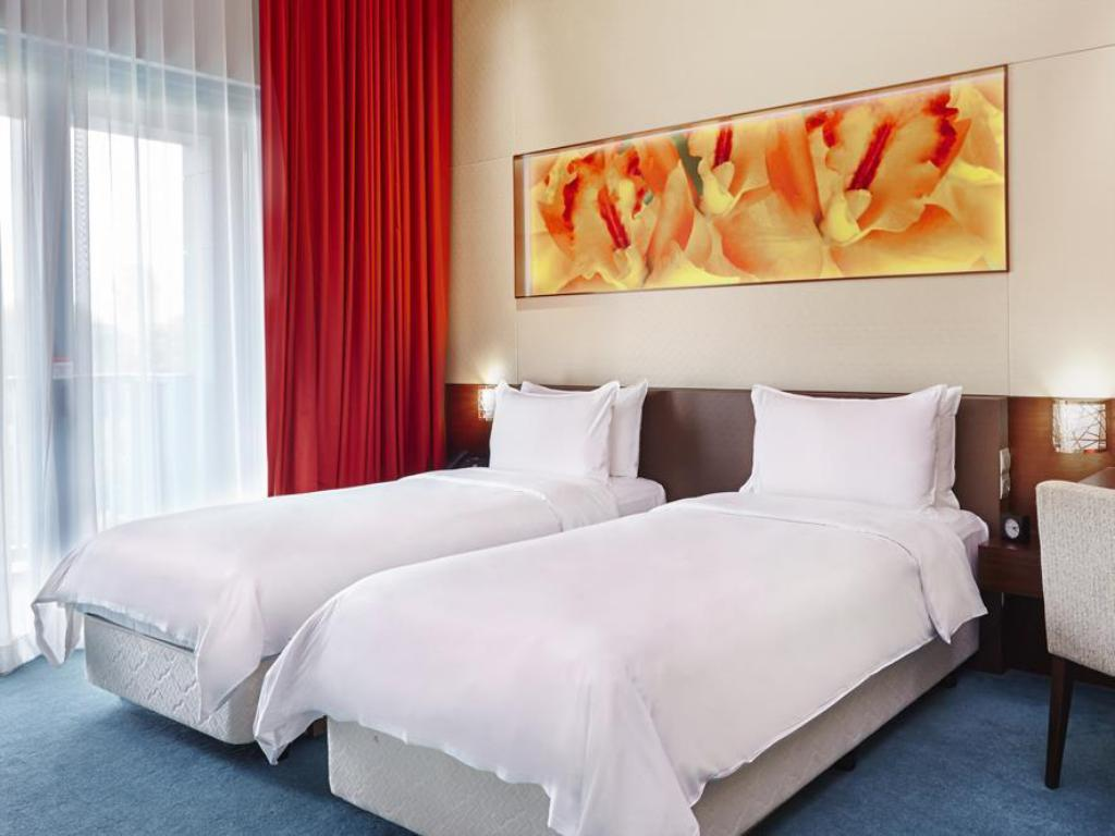 Deluxe - Bed Resorts World Sentosa - Festive Hotel