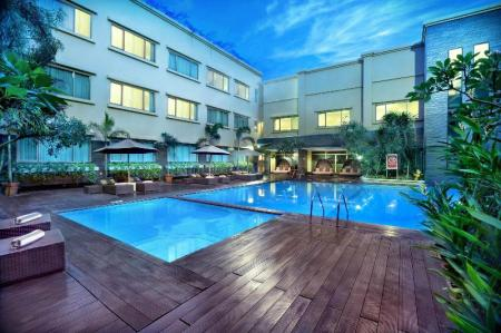 Swimming pool [outdoor] Aston Tropicana Hotel Bandung