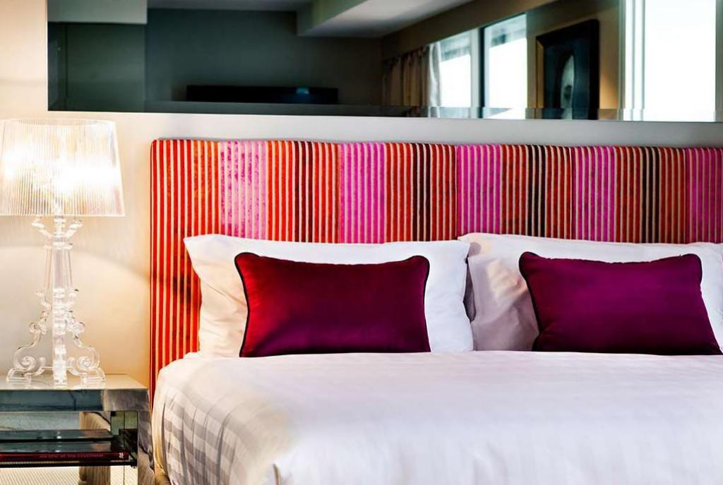 Studio Suite With Balcony - Bed Art Series The Blackman Hotel