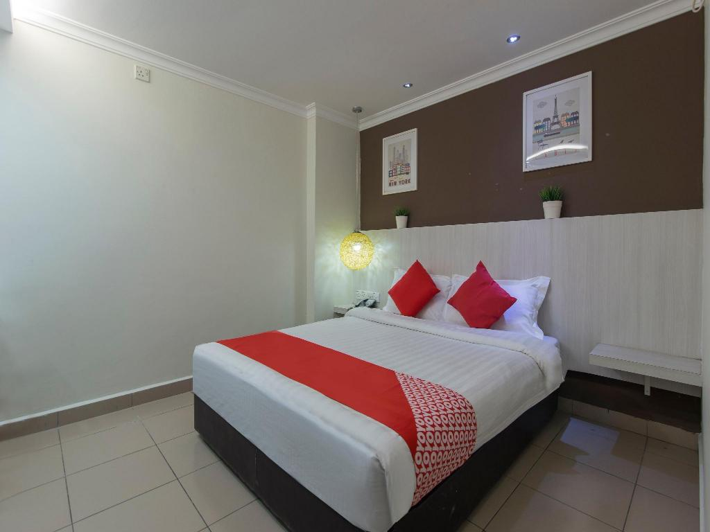 Standard Double Room - Bed OYO 761 City Hotel