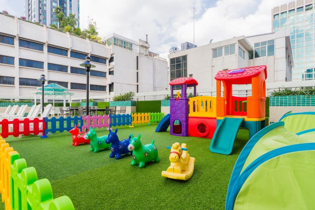 Parque infantil Evergreen Place Siam by UHG