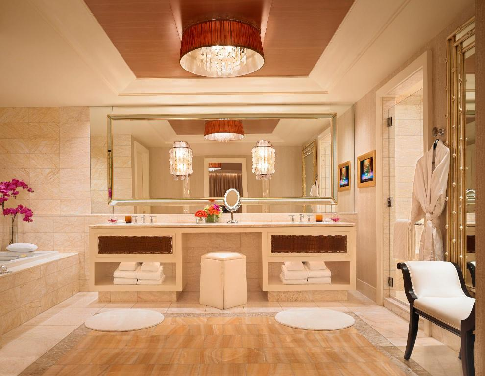 Salon Suite - Bathroom