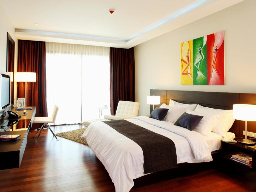 Deluxe King Room with Jetted Tub - Room plan Wyndham Sea Pearl Resort Phuket